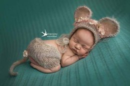 Knitted mouse new born set