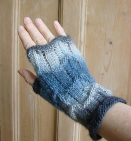 Lacy wavy fingerless mitts