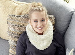 Cowl in Bernat Alize Blanket-EZ - Downloadable PDF