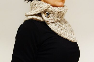 Chunky Oatmeal Buttoned Cowl