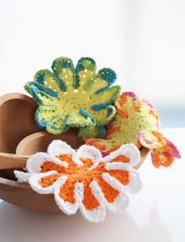 Chrysanthemum Dishcloth in Bernat Handicrafter Cotton Solids
