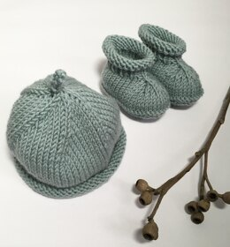 Gumnut Hat and Booties Set BJ53