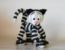Playful Tabby cat ( a wire skeleton inside) - knitting pattern (knitted round)