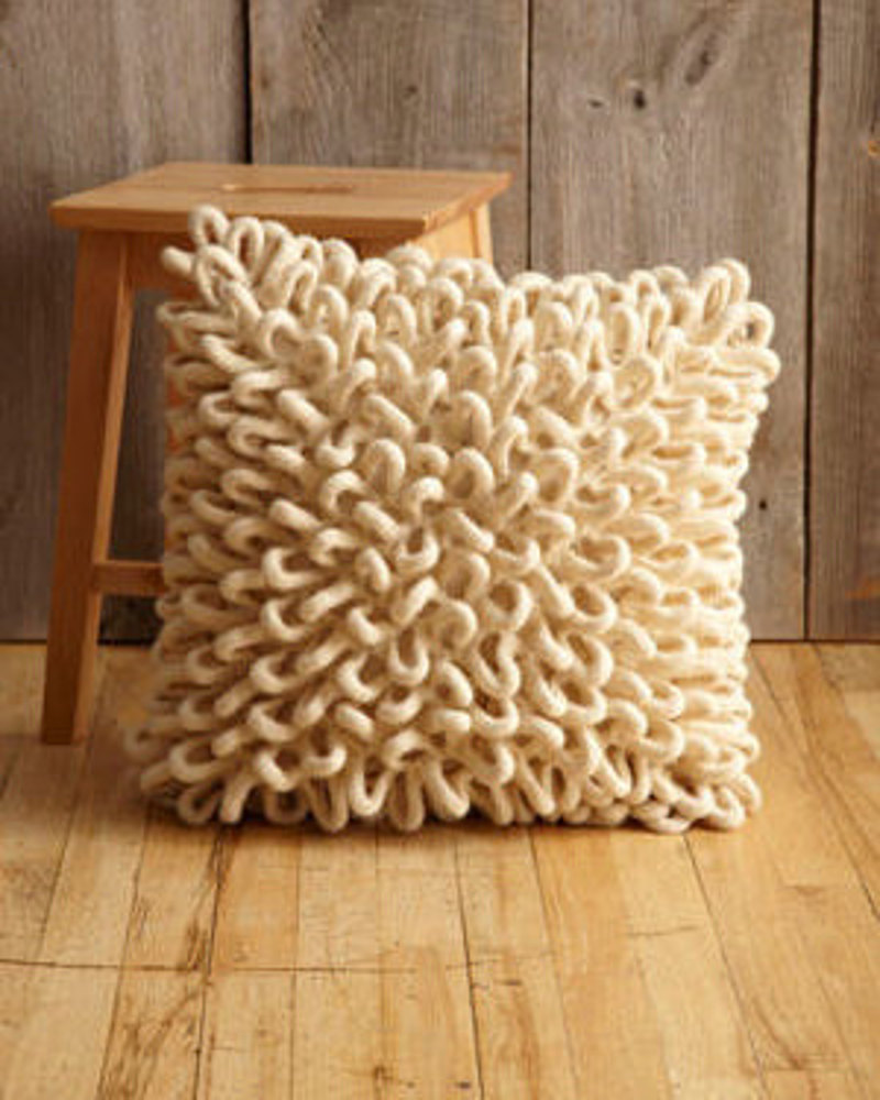 Felted little loops pillow in lion brand fishermen 39 s wool - Cojines de ganchillo ...