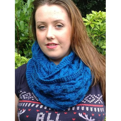 Twisted Cabled Cowl