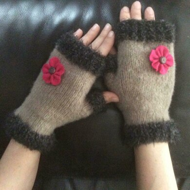 ANEMONE Fingerless gloves