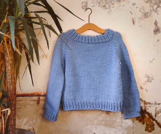Super chunky sweater with raglan shaping