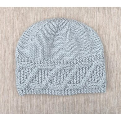 Hat with a Diagonal Cable on the Border