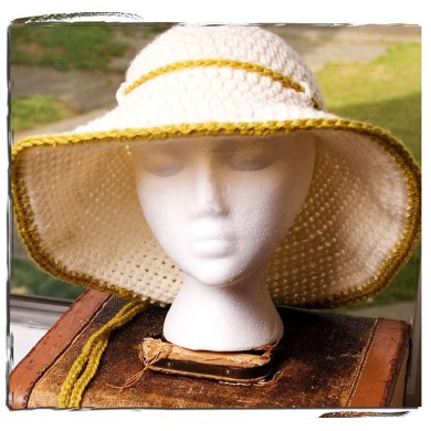 """Calla"" Summer Cloche"