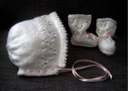 Baby Butterfly Bonnet & Booties Set (4-ply)