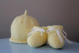 Roll Top Baby Booties and Beanie