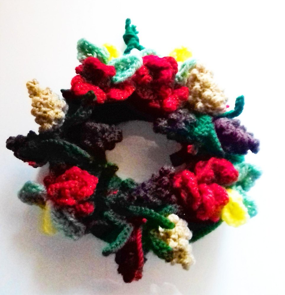 Christmas woodland wreath Knitting pattern by ayrshire knits