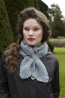 Cravat Scarf in Debbie Bliss Winter Garden - WG06