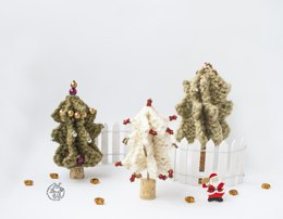 3 Christmas trees knitted flat