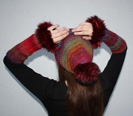 Pompom-Beanie and Fingerless Gloves