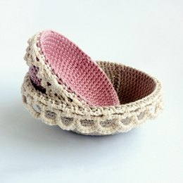 Lace-edged Nesting Bowls