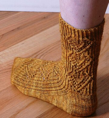 Lacy Leaf Socks