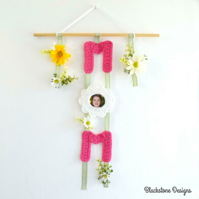 """Mom"" Wall Hanging Picture Frame"