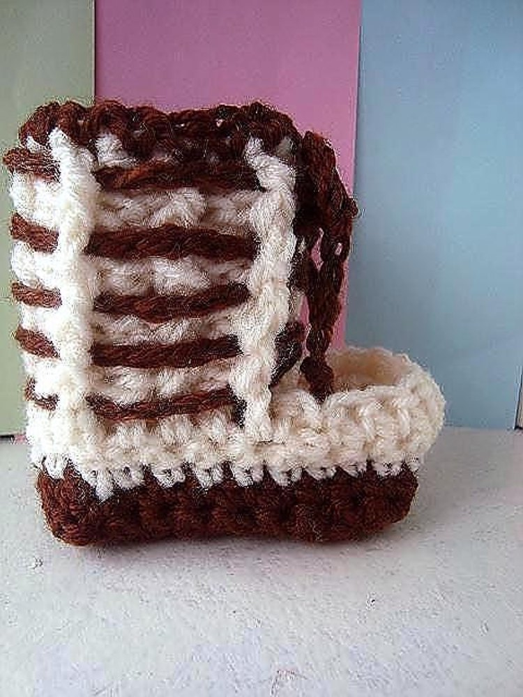 644 Laced Mukluk Booties Or Slippers Crochet Pattern By Emi Harrington
