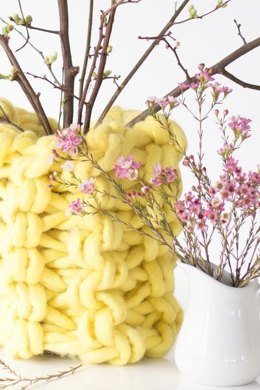 Arm Knit Vase + Arm Knitting How-To