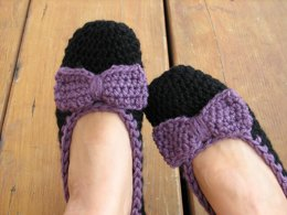 Crochet slippers with bow