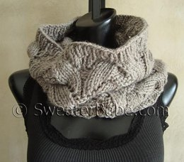 #107 Deluxe Lace Seamless Cowl