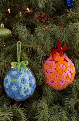Flower Ball Ornament in Red Heart Super Saver Economy Solids - LW3153