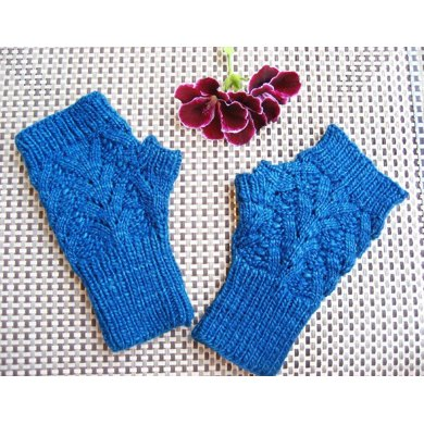 Nordic Lace Mitts