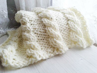 Mayra Mini Cable baby blanket