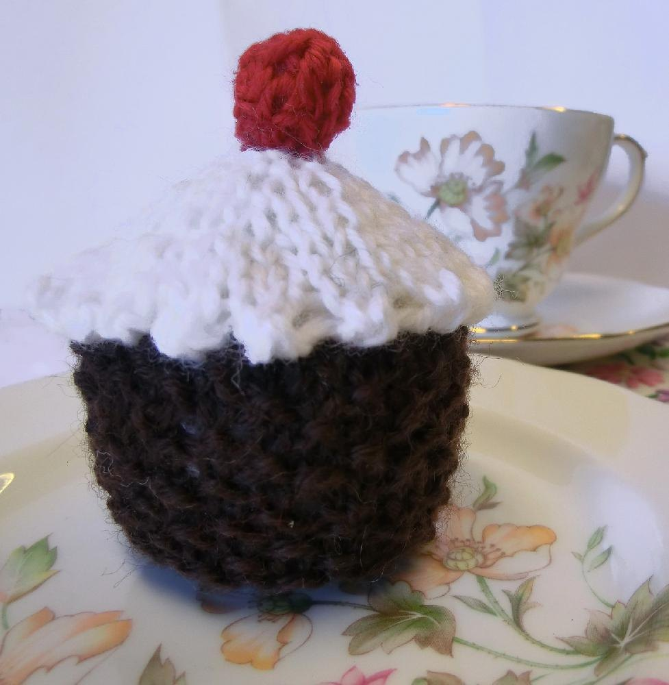 Knitted cupcake pincushion knitting pattern by ruth maddock knitted cupcake pincushion zoom bankloansurffo Image collections