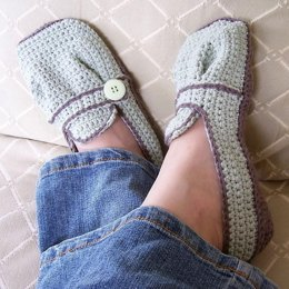 Ladies Sporty-Casual Crocheted Flats