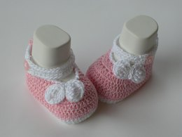 Baby shoes bow white