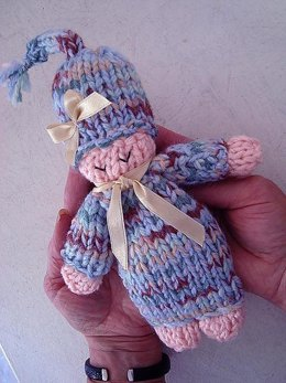 625 SLEEPY DOLL KNITTING PATTERN