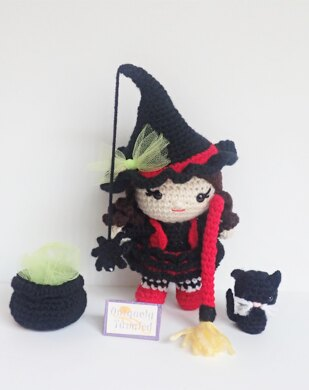 Pippa in Witch Costume