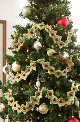 Christmas Tree Garland in Red Heart With Love Solids - LW4308