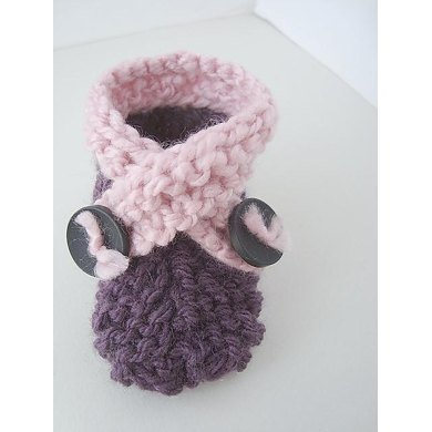 342, KNIT FLAT CROSS-OVER BOOTIES/SLIPPERS