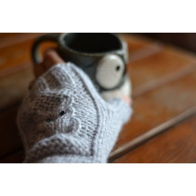 Fingerless gloves with owl detail