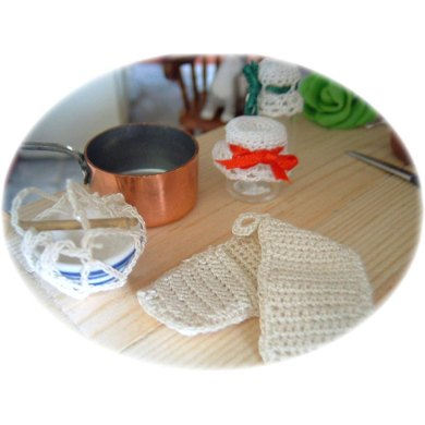 1:12th scale Oven gloves, jar cover & basin holder