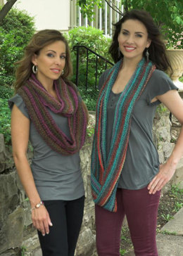 Elongated Garter Stitch Cowl in Plymouth Gina - F509