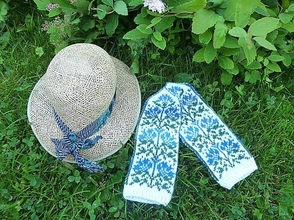 Lithuanian Knitting Patterns : Lithuanian Cornflowers Knitting pattern by Kulabra Designs Knitting Pattern...