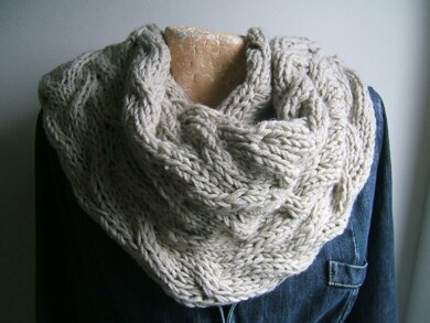 Travelling Cable Cowl Effect Neckwarmer