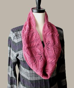 Hawthorn Lace Cowl
