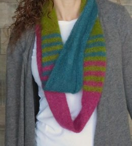 Cafe in New York Infinity Scarf