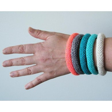 Easy knitted bangle