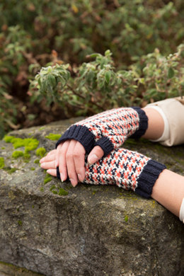 Foxy Fingerless Mitts in Imperial Yarn Tracie Too - PC50