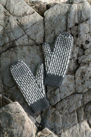 Lines Mittens