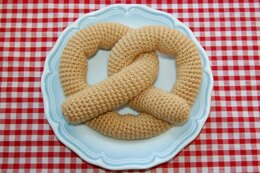 Crochet Pattern for a Pretzel - Play Food