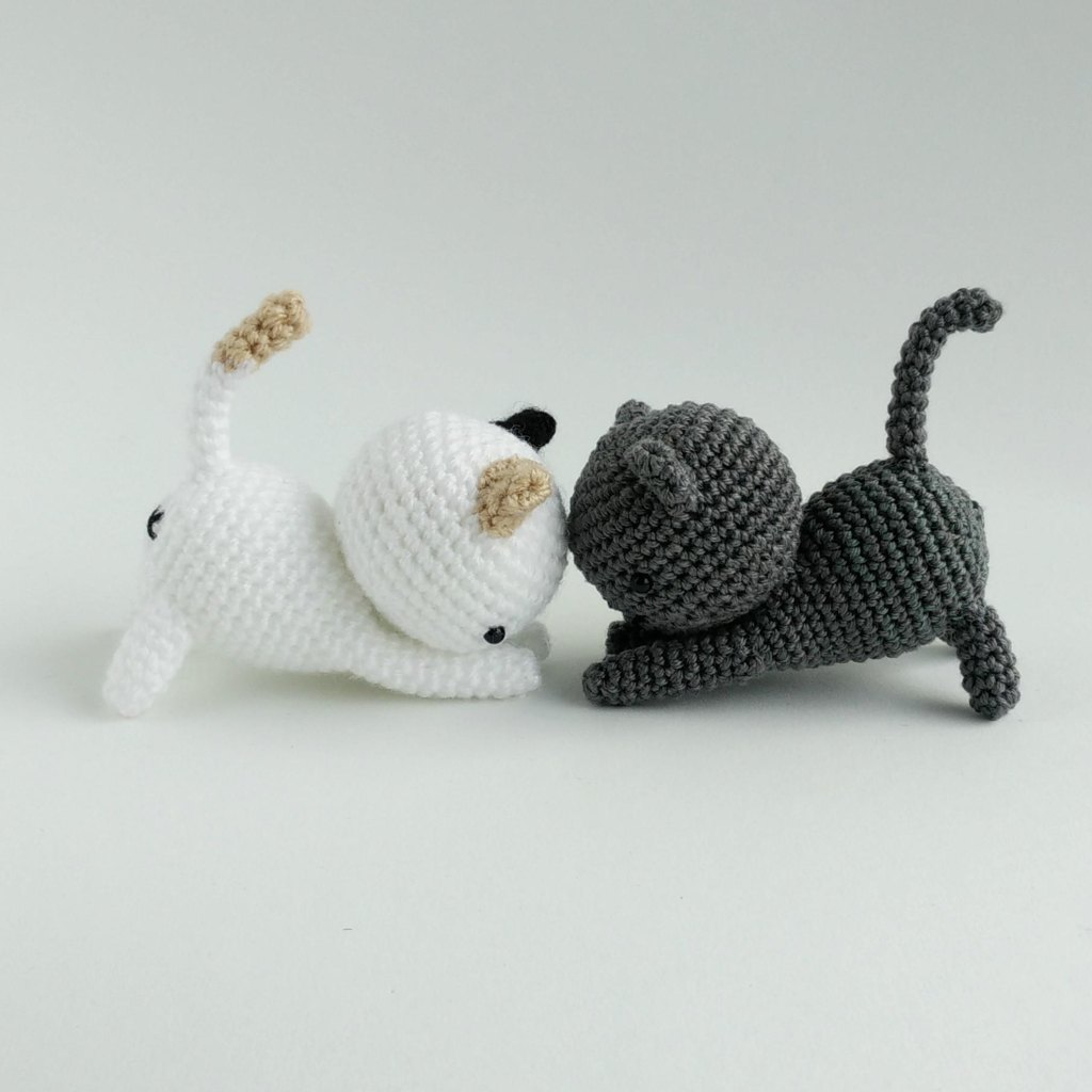 Free crochet patterns lovecrochet playing cats crochet amigurumi pattern bankloansurffo Choice Image