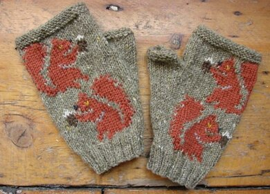 Red Squirrel fingerless mitts