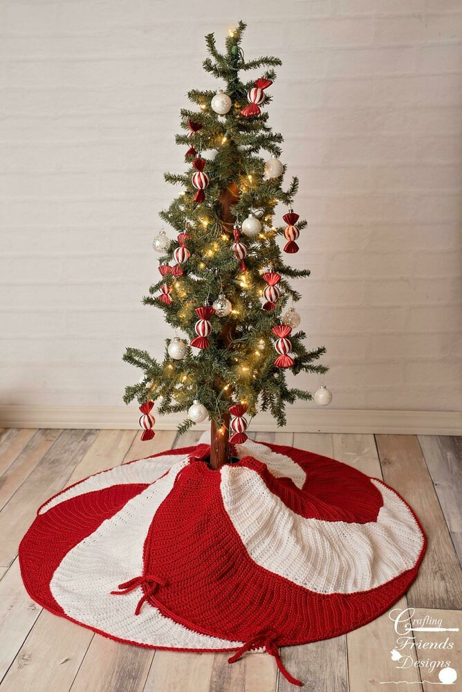 Peppermint Swirl Christmas Tree Skirt Crochet Pattern By Crafting